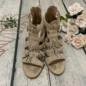 Catherine Malandrino 8.5 Rilona fringe heels sandals tan beige boho zip Womens